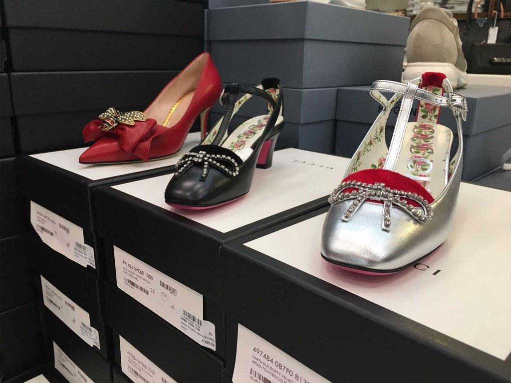 Scopri tutte le calzature da donna firmate Gucci disponibili nel nostro  Showroom in stock e all ingrosso. c1eb50201ad