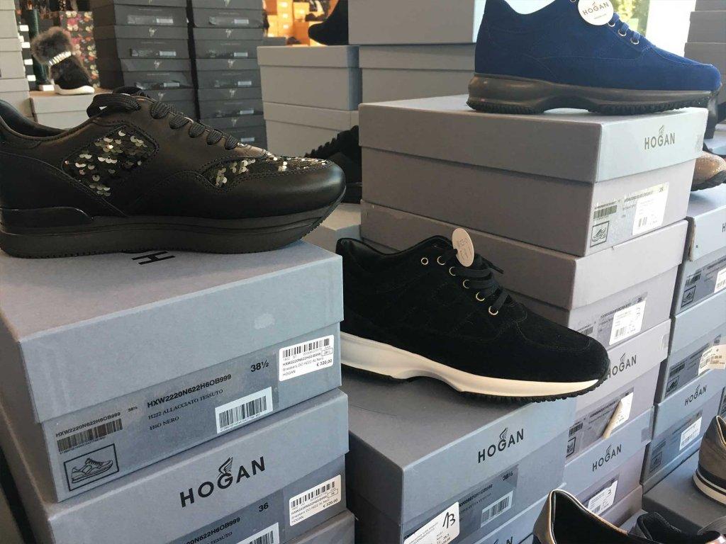 Scopri tutte le calzature da donna firmate Hogan disponibili nel nostro  Showroom in stock e all ingrosso. 8662ea5f7e1